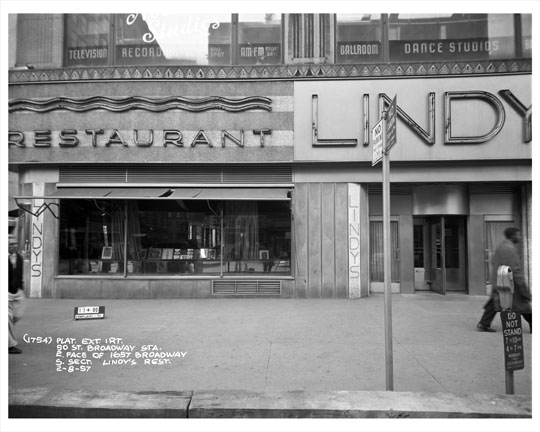50th-street-broadway-in-front-of-lindy-s-restaurant-1957-19